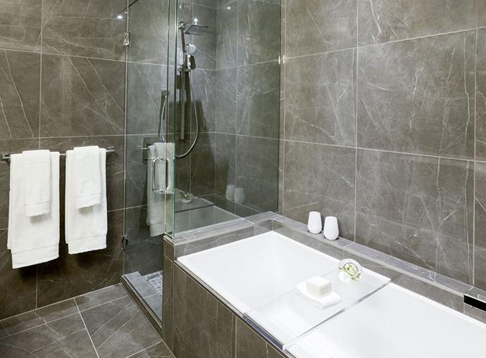 Deep soaker tub in ensuite bathroom.