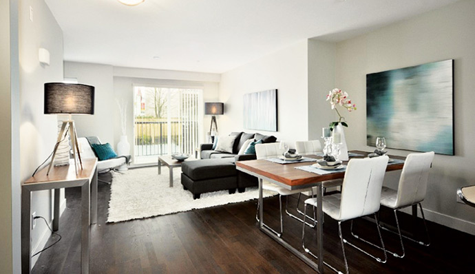 Bright and airy living rooms with 9 foot high ceilings at Burnaby Britton Living.