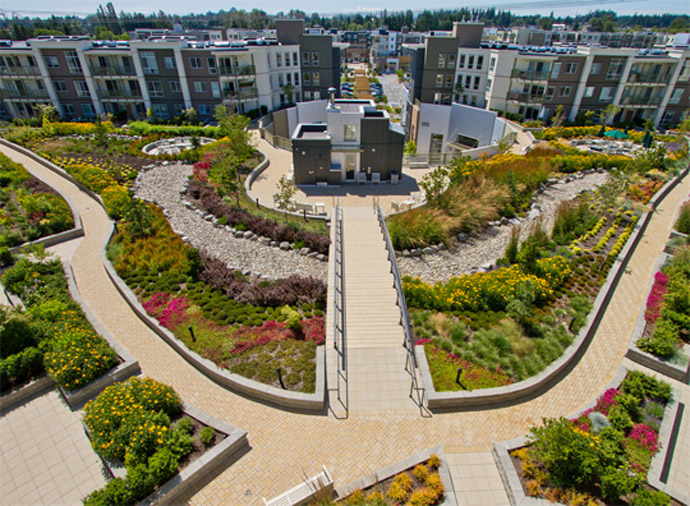 Professionally landscaped grounds and central courtyard at the South Surrey Summit House Residences.